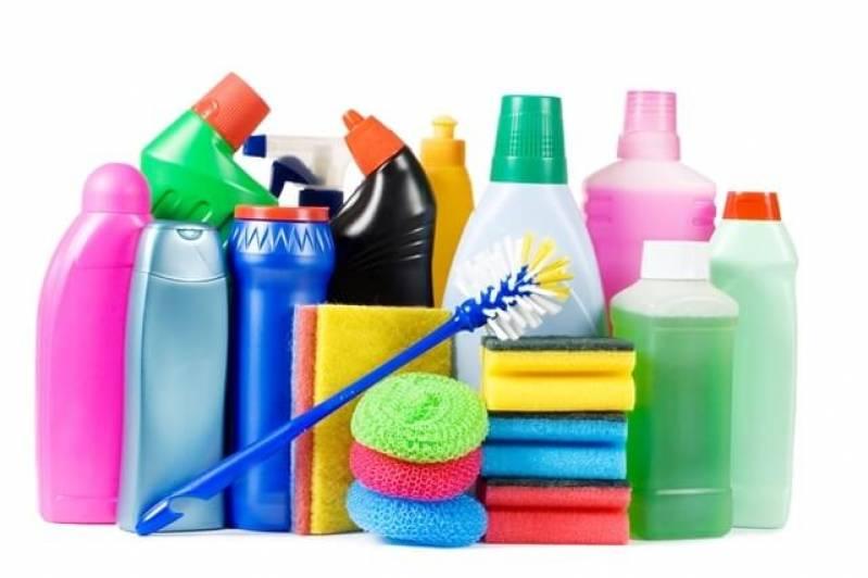 Descubra como economizar nos produtos de limpeza de sua empresa